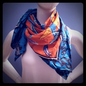 Express Silk scarf with feathers